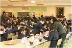 給食の時間の風景の画像